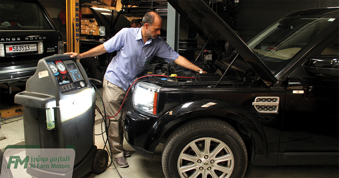 2012 Land Rover LR4 A/C System getting Checked for Cooling efficiency